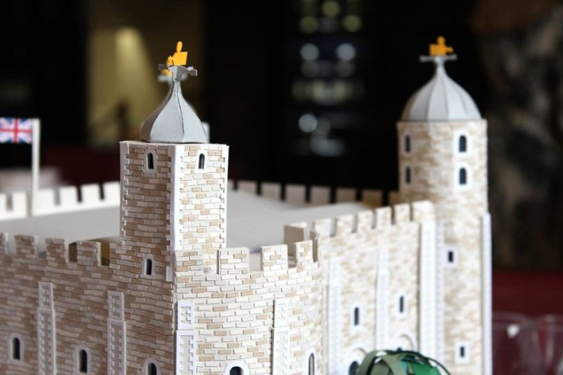 Incredible-London-landmarks-made-in-paper-by-members-of-the-Paper-Artist-Collective-59ef847df1f3d__880