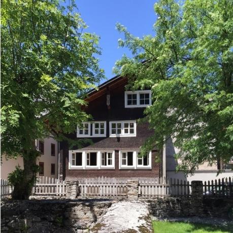 extra-house-950x633